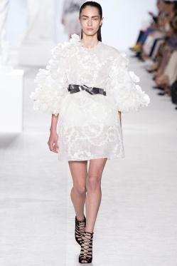 giambattista-valli-fall-2013-couture-04_180547630333