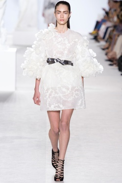 giambattista-valli-fall-2013-couture-04_180547630333