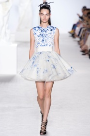 giambattista-valli-fall-2013-couture-14_180555360024